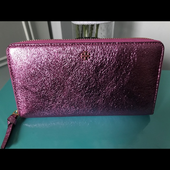 a1ba083b8fec Tory Burch Crinkle Metallic Pink Zip Wallet